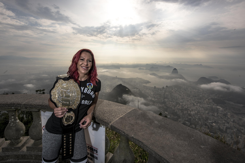 Cris Cyborg – Cristo Redentor  – UFC