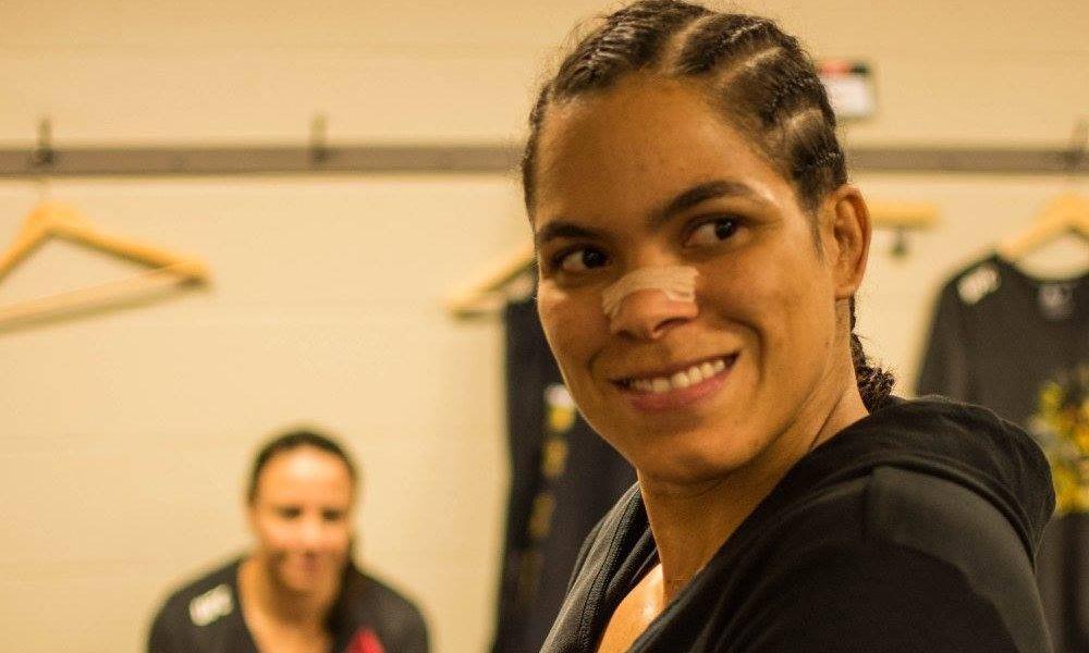 Amanda Nunes é campeã peso-galo e peso-pena do UFC