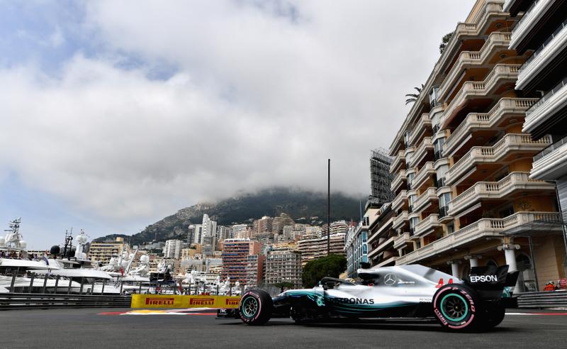 Lewis Hamilton da Mercedes treina em Mônaco