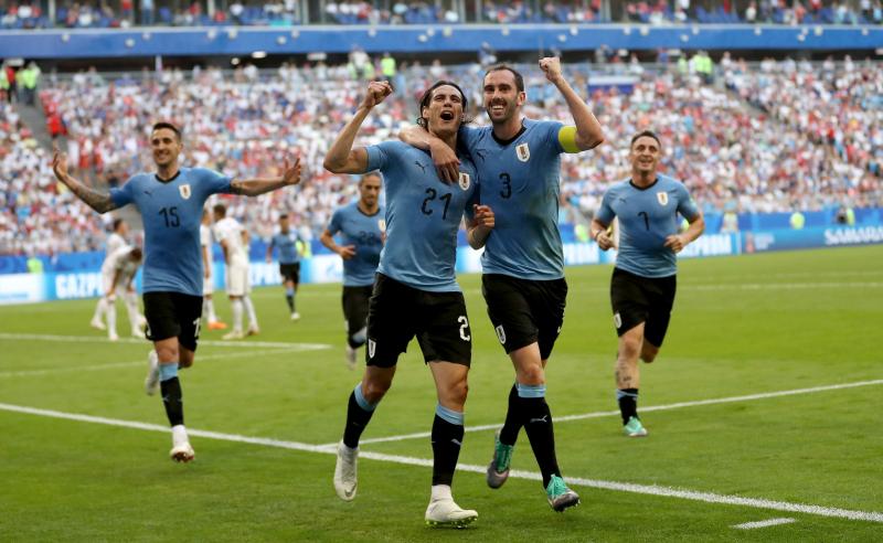 e8ec8284d30ce Grupo A  Uruguai goleia dona da casa e avança em primeiro na chave ...