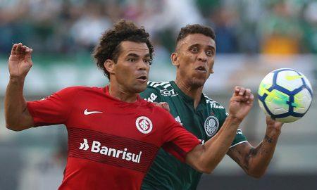 Jogadores Marcos Rocha do Palmeiras e Camilo do Internacional no Brasileirão Série A 2018