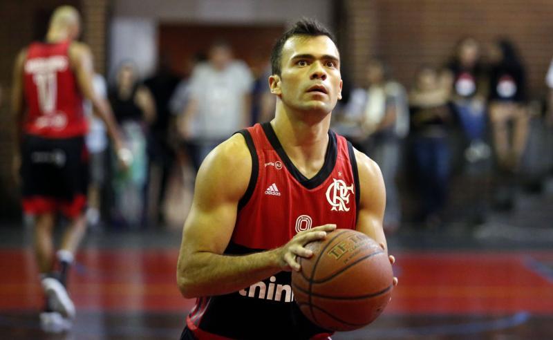 Jogador de basquete do Flamengo