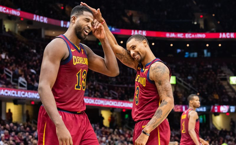Tristan Thompson e George Hill dos Cleveland Cavaliers
