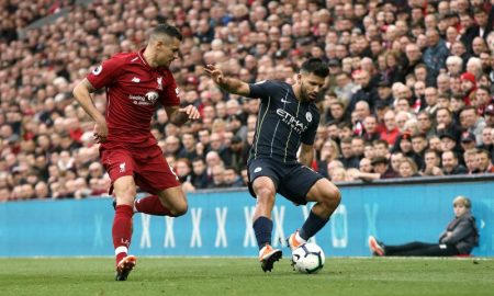 Sergio Aguero do Manchester City e Dejan Lovren do Liverpool