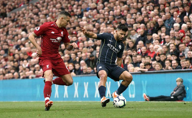Sergio Aguero do Manchester City e Dejan Lovren do Liverpool