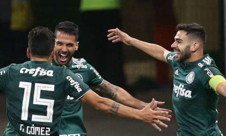 Luan e outros jogadores do Palmeiras