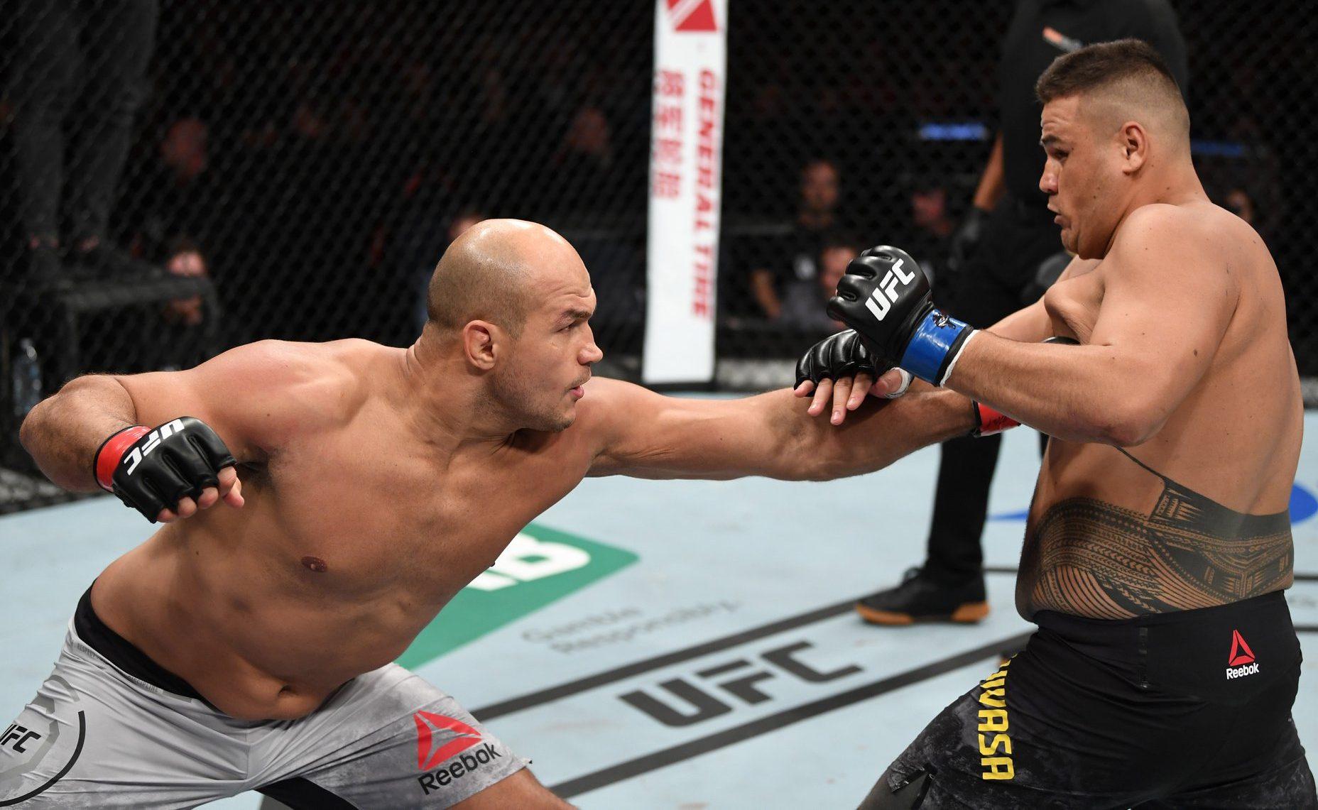 Junior Cigano nocauteia Tai Tuivasa no segundo round