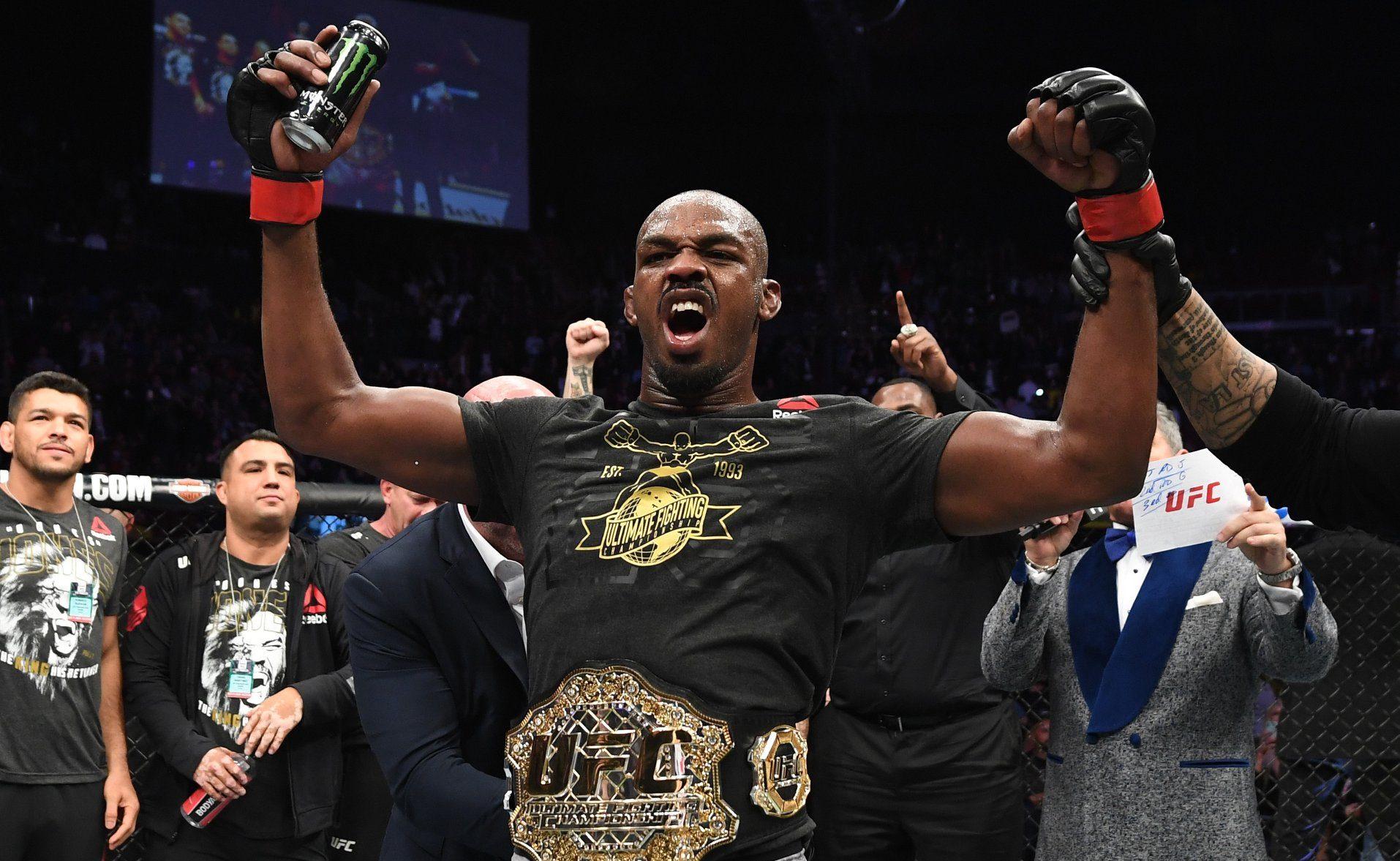Jon Jones recupera cinturão dos meio-pesados no UFC 232