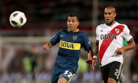 Carlos Tevez e Jonatan Maidana em jogo River Plate x Boca Juniors