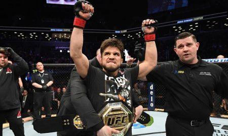 Henry Cejudo manteve cinturão dos moscas do UFC contra TJ Dillashaw em evento no Brooklyn, Nova York (EUA)