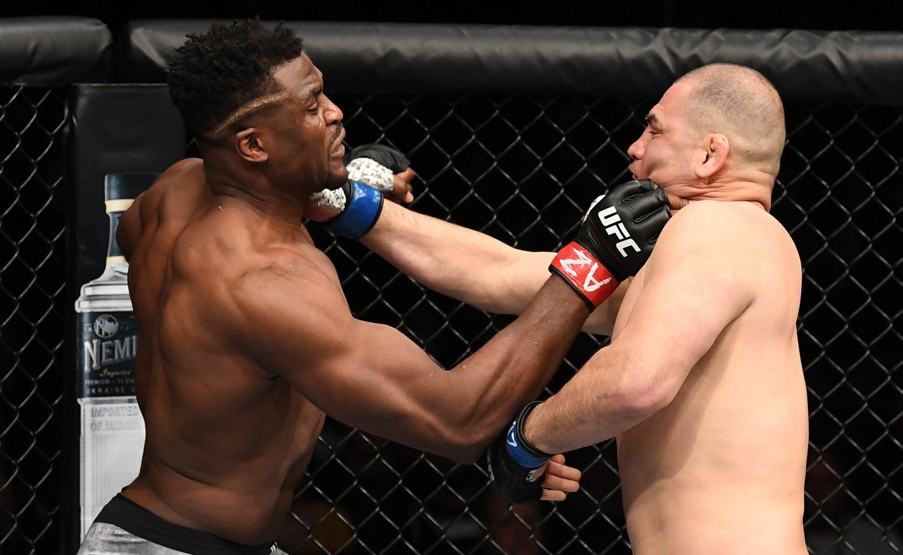 Francis Ngannou nocauteou Cain Velásquez no primeiro round pelo UFC Phoenix