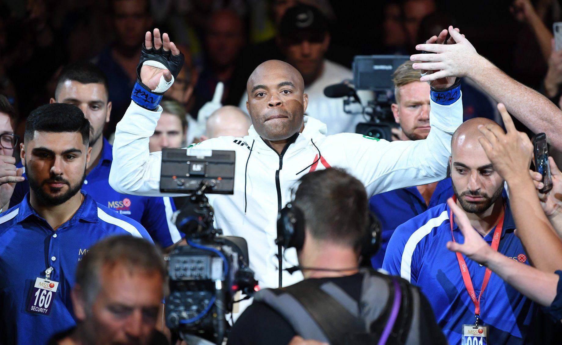 Anderson Silva é ex-campeão dos médios do UFC