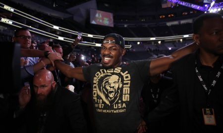 Jon Jones é o campeão dos meio-pesados do UFC