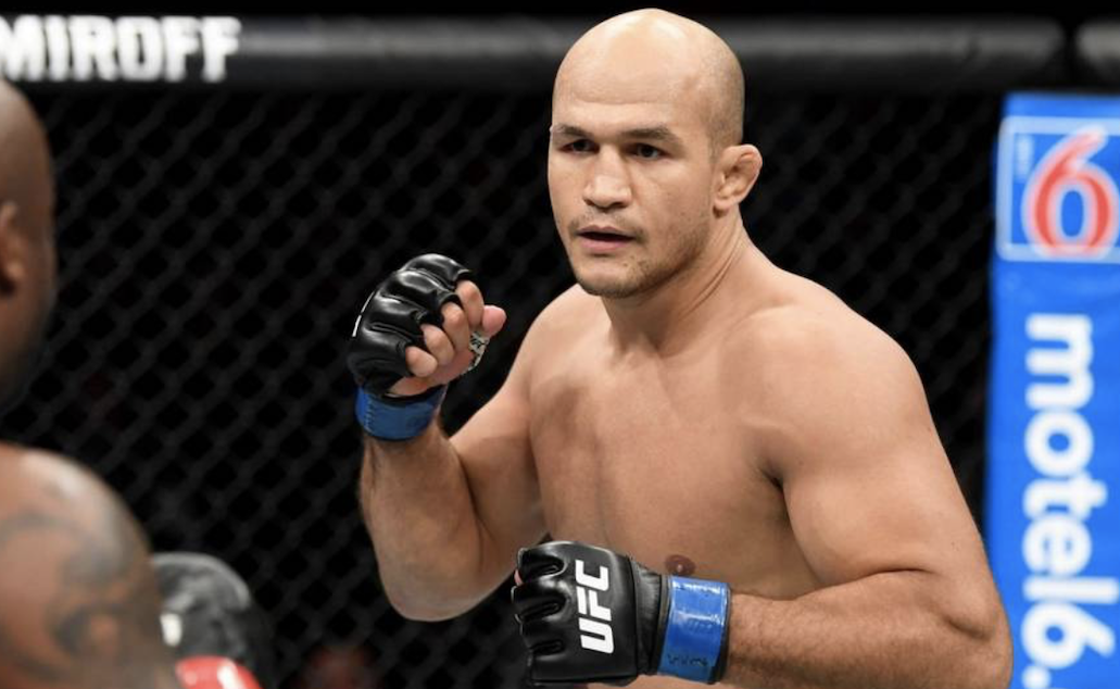 Junior Cigano venceu Derrick Lewis por nocaute na luta principal do UFC Fight Night Wichita