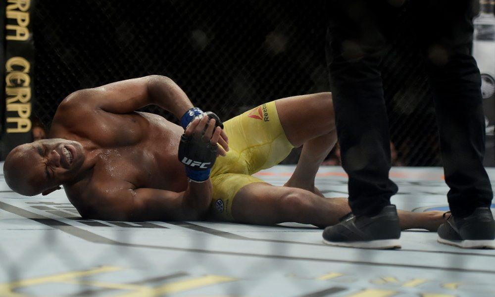 Anderson Silva se lesiona após levar chute de Jared Cannonier no UFC 237