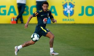 Neymar em treino da Seleção Brasileira