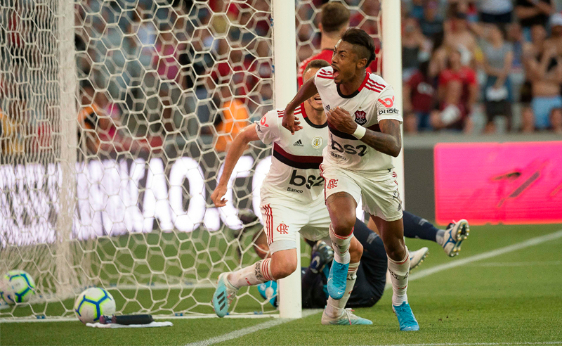 Sem Gabigol, Bruno Henrique resolve para o Flamengo