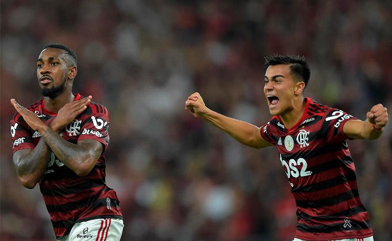 Gerson e Reinier comemoram o segundo gol do Flamengo sobre o Fluminense