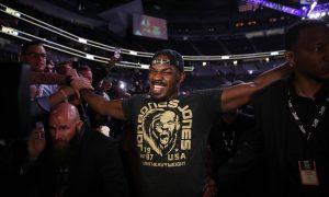 Jon Jones é campeão dos meio-pesados do UFC