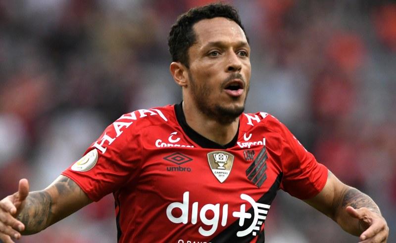 Adriano do Athletico-PR