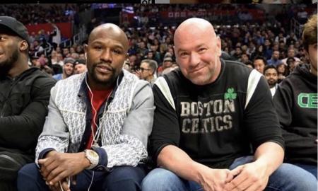 Floyd Mayweather posa ao lado de presidente do UFC, Dana White