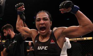 Viviane Araújo é lutadora peso mosca do UFC