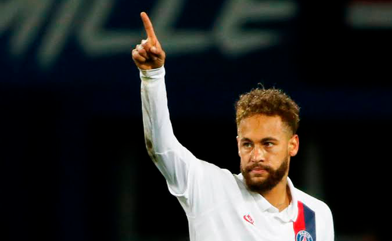 Neymar tenta, em campo, reconquistar a torcida do PSG