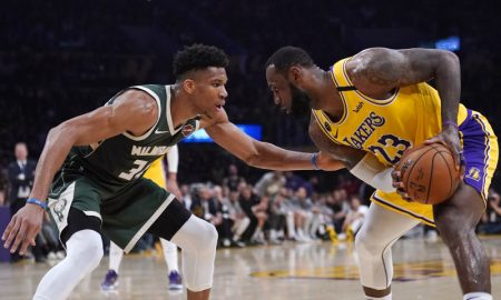 Giannis Antetokounmpo do Milwaukee Bucks e LeBron James do Los Angeles Lakers