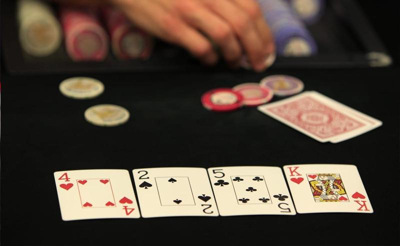 Passo a passo para jogar poker online