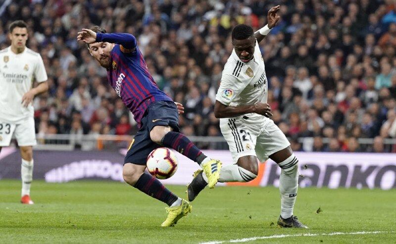 Messi do Barcelona e Vinicius Jr do Real Madrid
