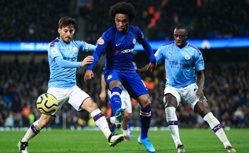 Willian do Chelsea e David Luiz do Manchester City