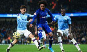 Willian do Chelsea e David Luiz do Manchester City