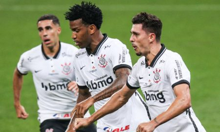 Danilo Avelar do Corinthians