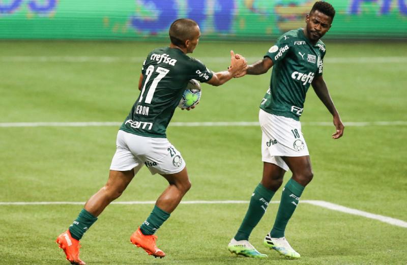 Gabriel Veron e Ramires do Palmeiras