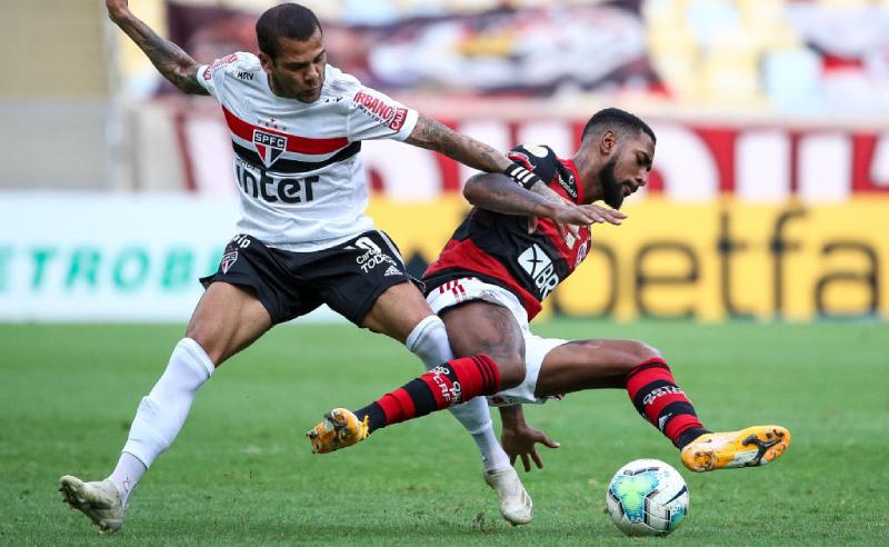 Dani Alves do São Paulo e Gerson do Flamengo