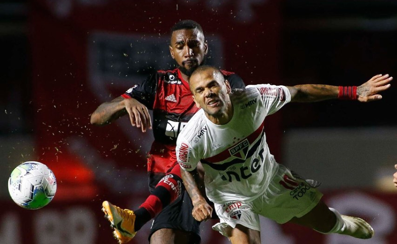 Dani Alves do SPFC e Gerson do Flamengo
