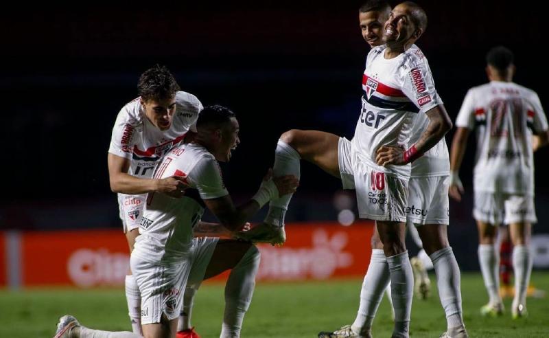 Dani Alvez e Luciano Neves do São Paulo