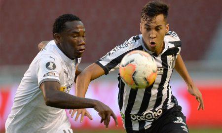 Luis Caicedo da LDU e Kaio Jorge do Santos