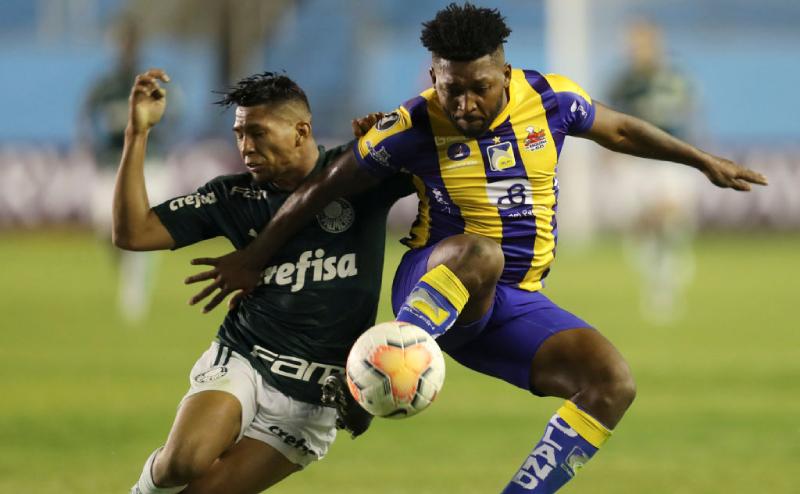 Rony do Palmeiras e Harold Gonzalez do Delfín