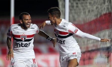 Dani Alves e Diego Costa do São Paulo