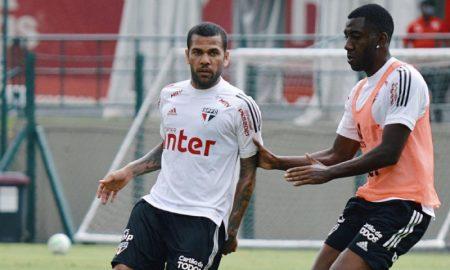 Dani Alves e Gonzalo Rodrigo do São Paulo