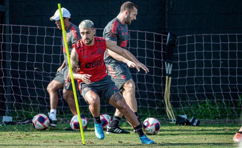 De Arrascaeta do Flamengo treina para início de temporada