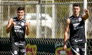 Gustavo Mantuan e Danilo Avelar do Corinthians