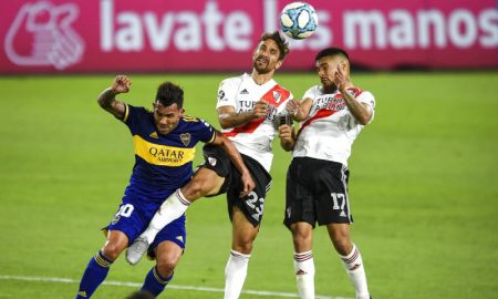 Ponzio do River Plate e Tevez do Boca Juniors