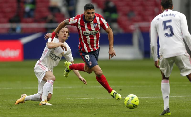 Suarez do Atletico de Madri e Modric do Real Madrid