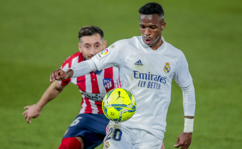Vinicius Junior do Real Madrid e Hector Herrera do Atletico de Madri