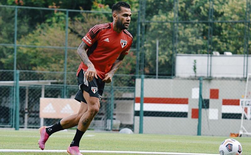 Daniel Alves treina pelo São Paulo Libertadores 2021
