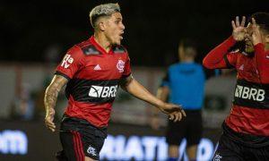 Pedro e João Gomes do Flamengo contra Portuguesa