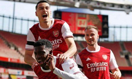 Time do Arsenal celebra Gol EPL