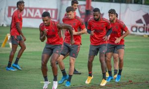 Time do CR do Flamengo treinando